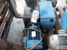 DYNAVAC 100cm/h 3 PHASE VACUUM PUMP - picture2' - Click to enlarge