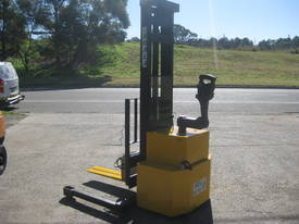 1.5t Walk Behind Stacker with 3.3m Lift