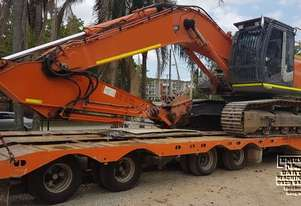Hitachi ZX330LC-3, only 2,000hrs, like new.