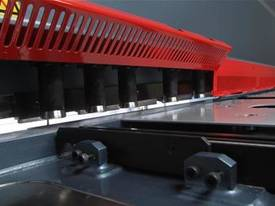VS Series Variable Rake Angle Hydraulic Guillotin - picture3' - Click to enlarge