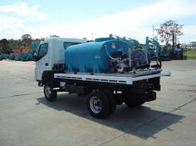 Fuso Canter Water truck Truck - picture3' - Click to enlarge