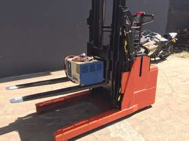 BT Staxio Electric Mini Reach Walkie Stacker - Fully Refurbished & Repainted - picture1' - Click to enlarge