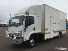 2009 Isuzu FRR600 Long - picture3' - Click to enlarge