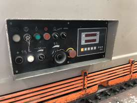 Used Machtech ASB 8-4000BA Guilotine with sheet supports and ballscrew backgauge - picture1' - Click to enlarge