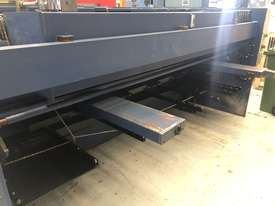 Used Machtech ASB 8-4000BA Guilotine with sheet supports and ballscrew backgauge - picture2' - Click to enlarge