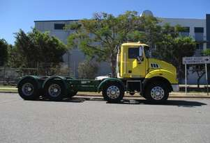 Mack 2010   8x4 cab/chassis