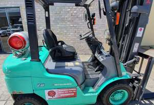 mitsubishi 2.5t forklift. 6m lift, side shift.