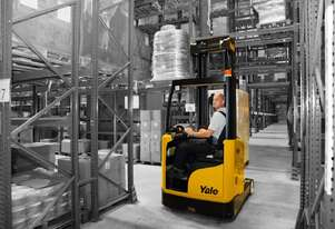 Sit- on Moving Mast Reach Truck