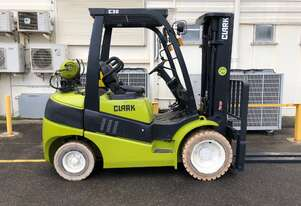 Container Access + Non Marking Tyres 3.0t LPG CLARK Forklift