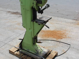 Vickers Armstrongs Pyramid Hardness Tester