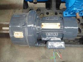 CROMPTON / RENOLDS REDUCTION BOX MOTOR/ 20RPM - picture1' - Click to enlarge