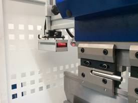 CMT i-Con Press Brake - picture3' - Click to enlarge
