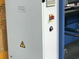 Steelmaster ABSOLUTE 3200mm x 90Ton NC2 Pressbrake - picture15' - Click to enlarge