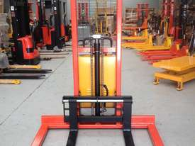1.5T Straddle Leg Semi-Electric Walkie Stacker/Lifter Lifting 1600mm - picture0' - Click to enlarge