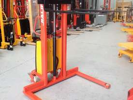 1.5T Straddle Leg Semi-Electric Walkie Stacker/Lifter Lifting 1600mm - picture1' - Click to enlarge