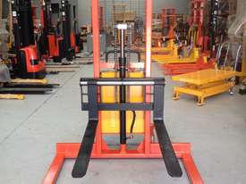 1.5T Straddle Leg Semi-Electric Walkie Stacker/Lifter Lifting 1600mm - picture4' - Click to enlarge