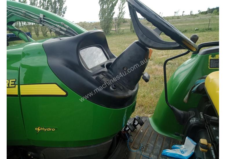 John Deere 4720 Tractor 59HP 4x4 - FEL 4-in-1 bucket, Flail Mower