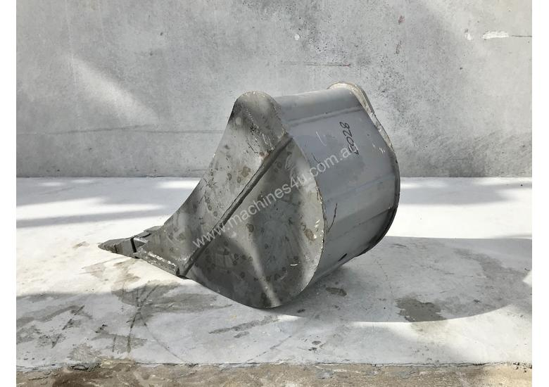 UNUSED 300MM DIGGING BUCKET TO SUIT 2-3T EXCAVATOR E028