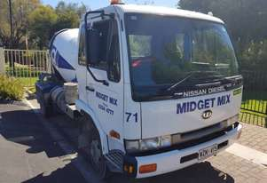 2003 6 speed Manual Nissan Concrete Truck UD MK 240