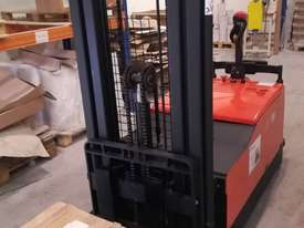 Electric Legless Counterbalance Stacker - picture0' - Click to enlarge