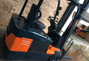 FORKLIFT-TOYOTA 1.8ton 3wheeler 4.5m Excellent Battery Side Shift Reliable