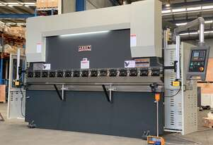 4000mm x 135Ton NC Programmable Pressbrake with Laser Guards & Table Crowning Included