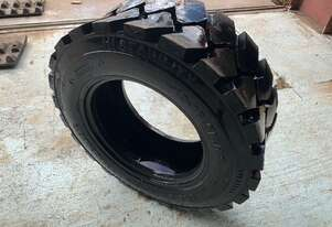 10x16.5 Bobcat tyre for Sale