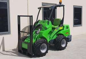 Avant 528 BeePro Mini Loader w Telescopic Boom and Flip Up Forks