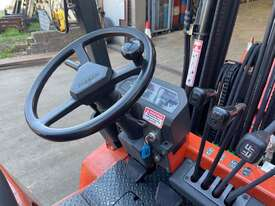2.5 Tonne Container Mast Forklift For Sale - picture2' - Click to enlarge