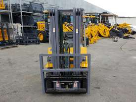 Victory VF18D Std Diesel Forklift - picture3' - Click to enlarge