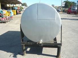 USED OIL STEEL TANK ON LEGS/ 2300LITRES - picture2' - Click to enlarge