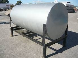 USED OIL STEEL TANK ON LEGS/ 2300LITRES - picture3' - Click to enlarge