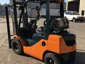 Used Toyota 8FG25 LPG forklift - picture0' - Click to enlarge