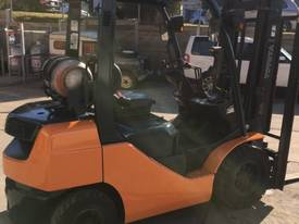 Used Toyota 8FG25 LPG forklift - picture3' - Click to enlarge