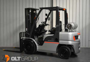 Nissan 3 Tonne Forklift with Fork Positioner and Sideshift LPG Container Mast