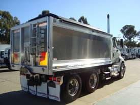 International  Tipper Truck - picture2' - Click to enlarge