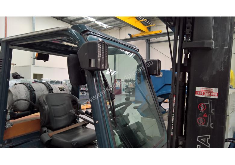Used Toyota Container Forklift - 3 Ton Capacity