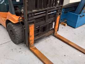 Used Toyota Container Forklift - 3 Ton Capacity - picture2' - Click to enlarge
