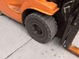 Used Toyota Container Forklift - 3 Ton Capacity - picture3' - Click to enlarge