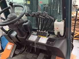 Used Toyota Container Forklift - 3 Ton Capacity - picture5' - Click to enlarge
