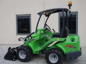 Avant 528 Mini Loader W/ 4 in 1 Bucket - picture0' - Click to enlarge