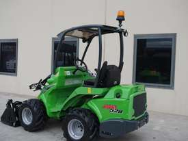 Avant 528 Mini Loader W/ 4 in 1 Bucket - picture2' - Click to enlarge