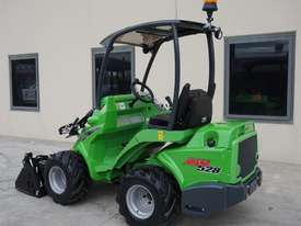 Avant 528 Mini Loader W/ 4 in 1 Bucket - picture7' - Click to enlarge