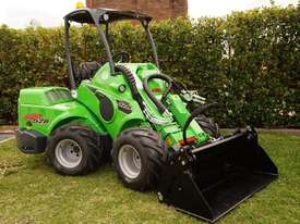 Avant 528 Mini Loader W/ 4 in 1 Bucket - picture11' - Click to enlarge