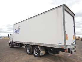 HINO FL8J Reefer Truck - picture2' - Click to enlarge