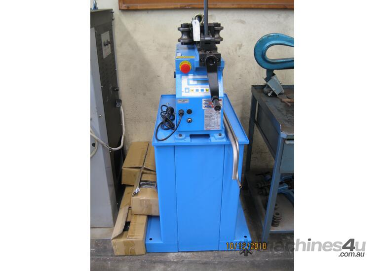 TB60 Tube and Pipe Bender