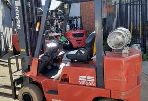 NISSAN FORKLIFT 2.5 TON 6000MM LIFT NON MARKING SOLID TYRES SIDE SHIFT