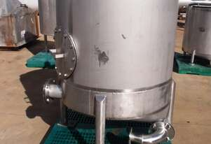 Stainless Steel Storage Tank (Vertical), Capacity: 900Lt