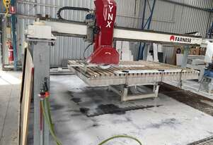 Stone cutting bridge saw
