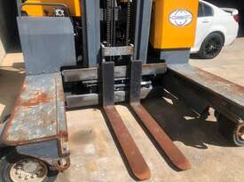 4.0T LPG Multi Directional Forklift - picture1' - Click to enlarge